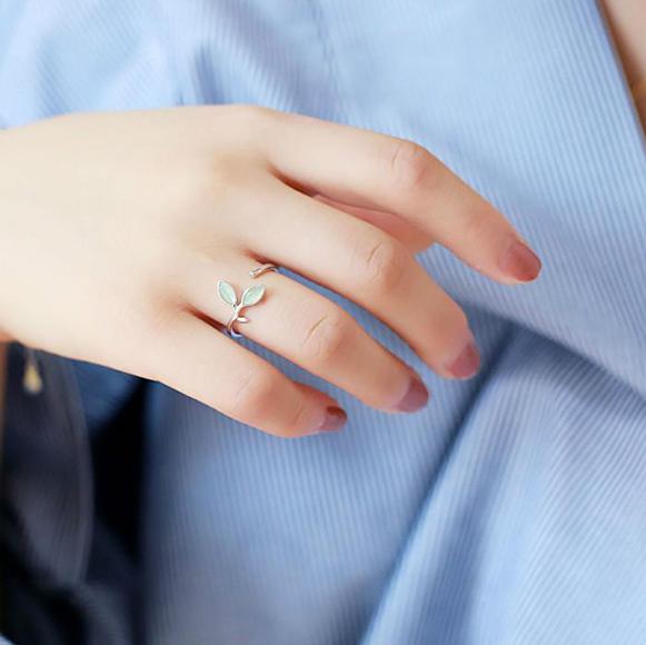 серебрянные Личное: Кольцо Нежные листья фото 2