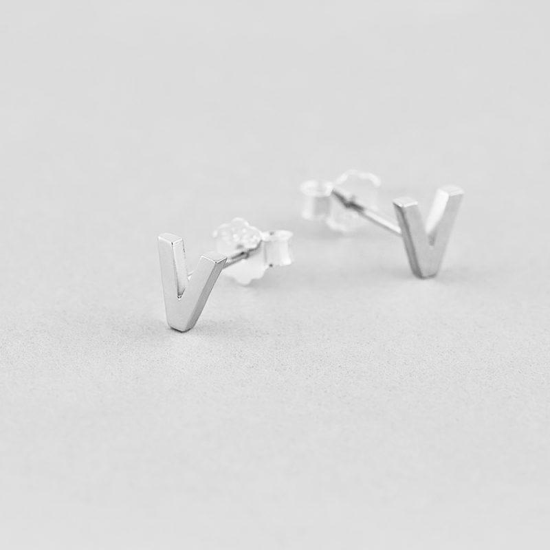 Сережки Letter V недорого
